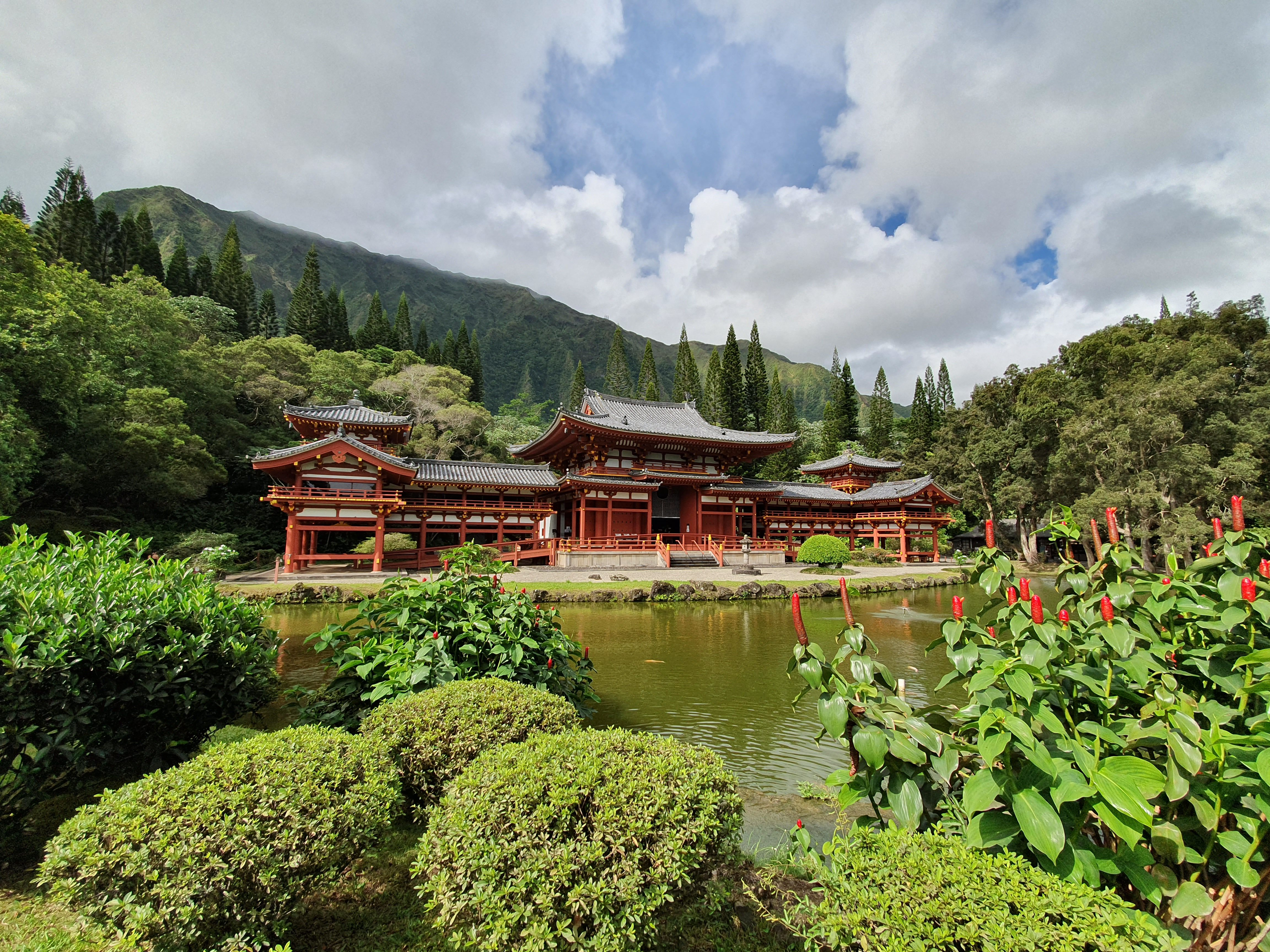 Byodo In Temple - Ko'olau Mountains in Valley of the Temples Memorial Park